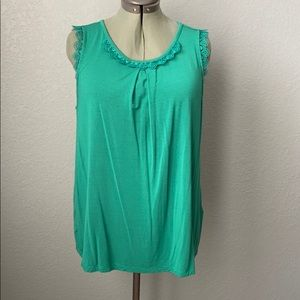 Sleeveless top with scalloped lace neck and sleeve